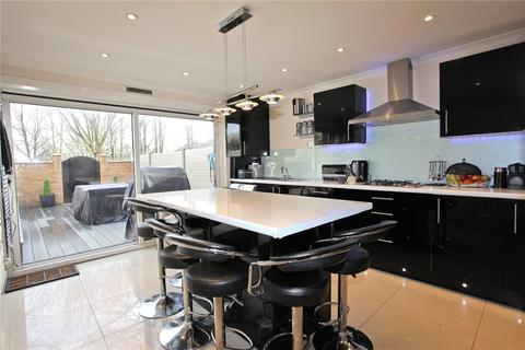 4 bedroom terraced house - Cardinals Way, London, N19