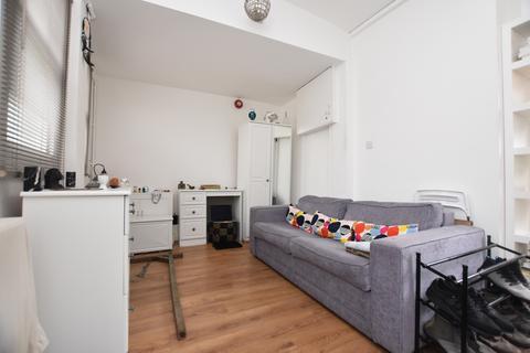 Studio for sale - High Street London SE25