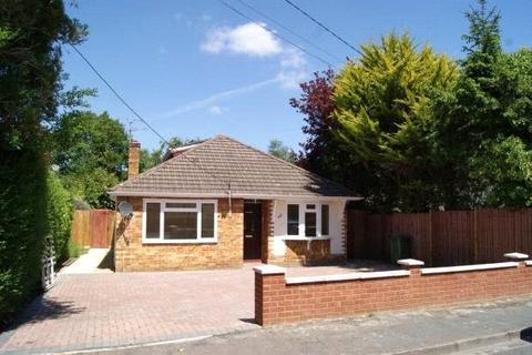 5 bedroom bungalow to rent - Wood Street, Ash Vale, Aldershot, Surrey, GU12