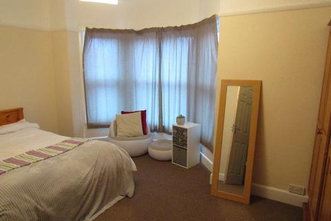 4 bedroom semi-detached house to rent - Devonshire Road
