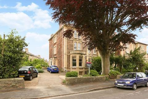 2 bedroom flat for sale - Beaufort Road, Clifton