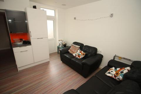 6 bedroom terraced house to rent - Acton Street, Middlesbrough