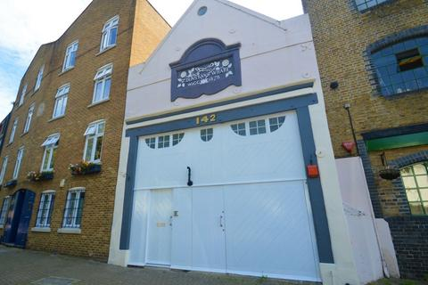 3 bedroom townhouse for sale - Narrow Street, Limehouse E14