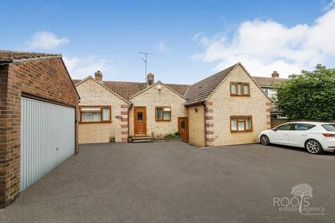 4 bedroom detached house for sale - With a one bedroom Annex, on Brimpton Lane, Brimpton,