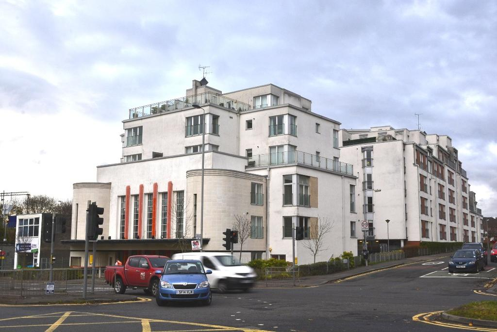 2 Bedrooms Flat for rent in Great Western Road, Flat 1/3, Anniesland, Glasgow, G12 0AY