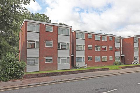3 bedroom flat for sale - Station Road, Redhill