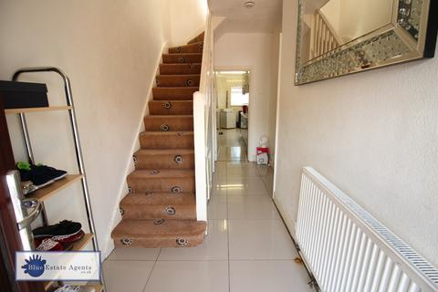 3 bedroom semi-detached house for sale - North Hyde Lane, Hounslow, TW5