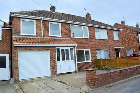 4 bedroom townhouse for sale - Highthorn Road, Huntington, York, YO31