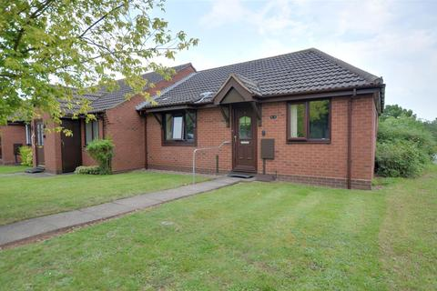 2 bedroom bungalow for sale - Lilleshall Way, Stafford, ST17 9FD