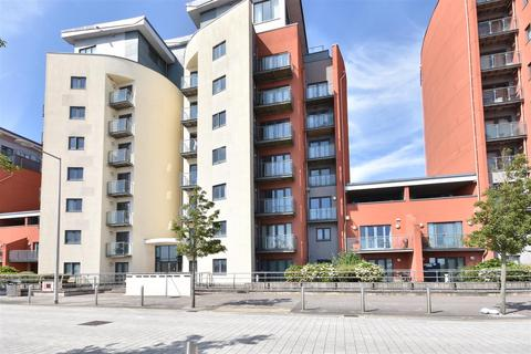 2 bedroom property to rent - South Quay , Kings Road, Swansea