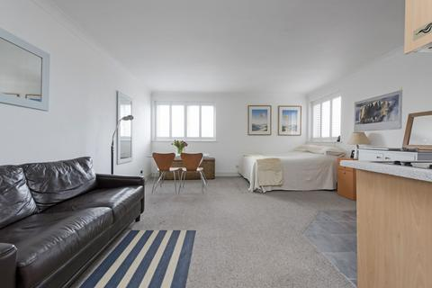 Studio to rent - St Mary Le Park Court, SW11