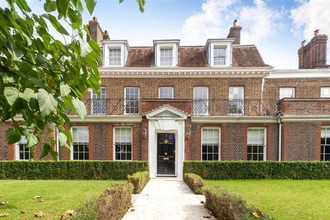 8 bedroom detached house to rent - Hampton Court Road, East Molesey, Surrey, KT8