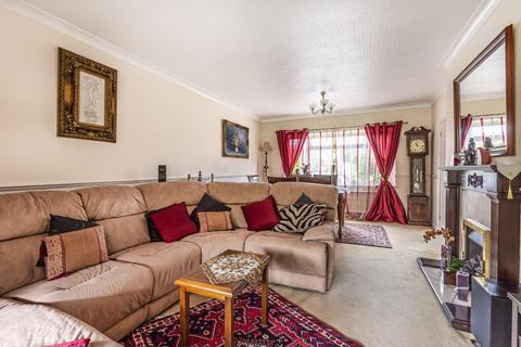5 bedroom detached bungalow for sale - Thorpe Village, Surrey, TW20