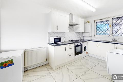 3 bedroom flat to rent - Tredegar Road, Mile End, London, E3