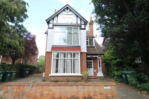 2 bedroom flat for sale - Houghton, Rookery Road, Staines-Upon-Thames, TW18