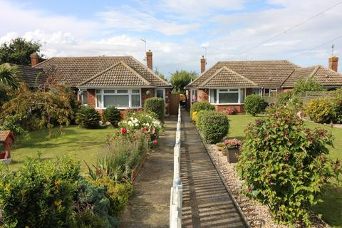 2 bedroom detached bungalow to rent - The Street, Woodnesborough. CT13 0NA