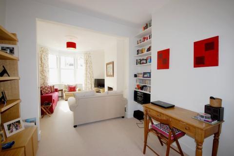 3 bedroom terraced house to rent - Langroyd Road, London, SW17