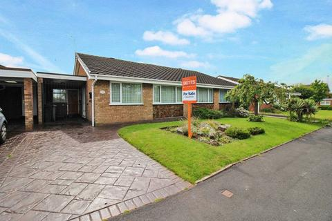 2 bedroom semi-detached bungalow for sale - Furzebank Way, Willenhall