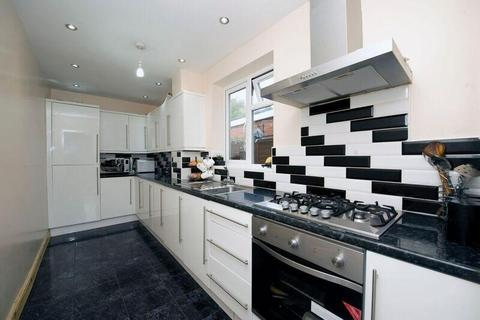 3 bedroom semi-detached house for sale - Walking Distance To Leagrave Train Station