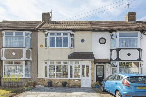 3 bedroom terraced house for sale - Harwood Avenue, Hornchurch, RM11