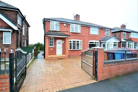 3 bedroom semi-detached house to rent - Sunningdale Drive, Salford