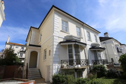 Studio to rent - Medina Villas, Hove