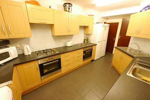 8 bedroom terraced house to rent - Headingley Avenue, Headingley, Leeds