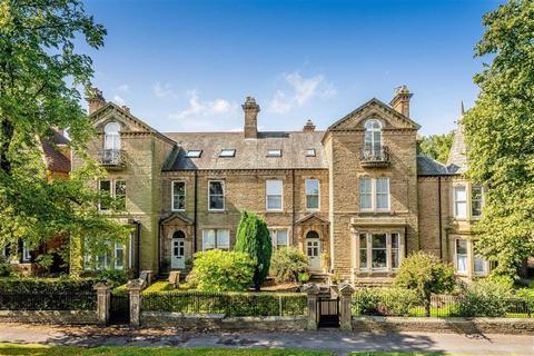 3 bedroom apartment for sale - Leeds Road, Harrogate, North Yorkshire