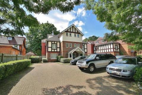 3 bedroom ground floor flat to rent - Marie Carlile, Coley Avenue, Woking, Surrey