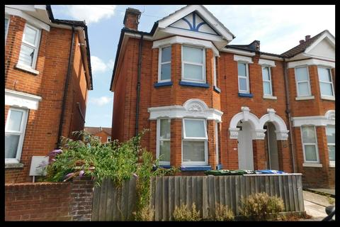 3 bedroom semi-detached house for sale - Richville Road, Shirley, Southampton SO16