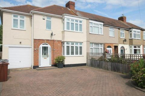 3 bedroom end of terrace house for sale - Cross Road, Hanworth, TW13