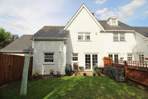 3 bedroom semi-detached house for sale - Burnell Gate, Chelmsford, Essex, CM1