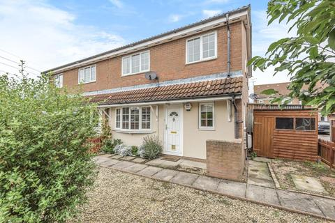 2 bedroom terraced house to rent - Lupin Court,  Aylesbury,  HP21