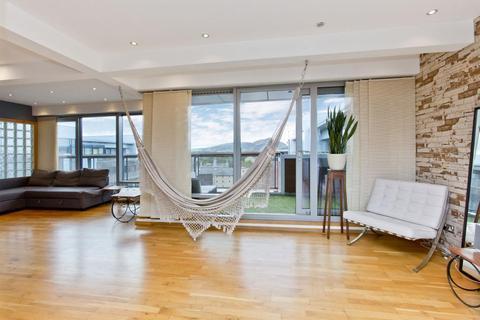 2 bedroom penthouse for sale - 19/13 Breadalbane Street, Bonnington, EH6 5JJ