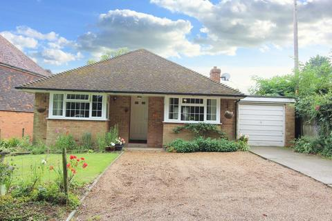 2 bedroom detached bungalow for sale - Yew Tree Bungalow, Green Lane, Challock, TN25 4DN