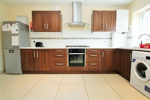 4 bedroom detached house to rent - Royal Lane, UXBRIDGE, Greater London