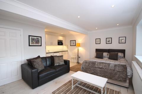 Studio to rent - Water Lane, Bookham