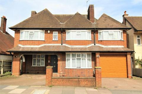 5 bedroom detached house for sale - A RARELY AVAILABLE DETACHED RESIDENCE on Montrose Avenue