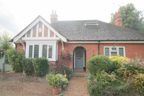 2 bedroom detached bungalow for sale - CHURCH STREET, TESTON, MAIDSTONE, ME18