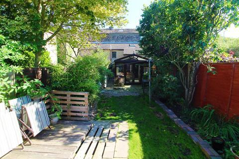 3 bedroom terraced house for sale - Abbey Road, Shepley, Huddersfield, HD8 8EL