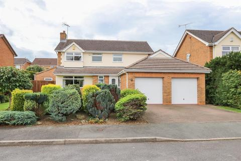 4 bedroom detached house for sale - Berwick Close, Walton, Chesterfield, S40 3NY