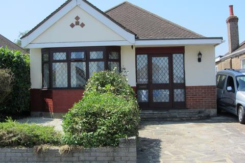 2 bedroom semi-detached bungalow to rent - Farleigh Road, New Haw KT15