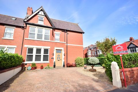 4 bedroom semi-detached house for sale - Queens Road, Lytham St Annes, FY8
