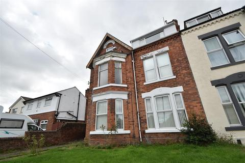 2 bedroom flat for sale - South Road, Prenton