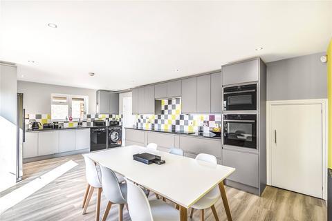 4 bedroom bungalow for sale - Nicholls Avenue, Hillingdon, Middlesex, UB8