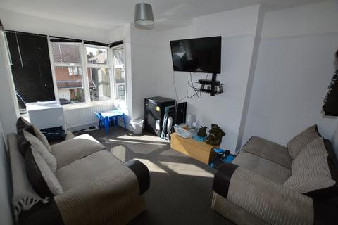 2 bedroom flat for sale - Knighton Road, Romford, Essex, RM7