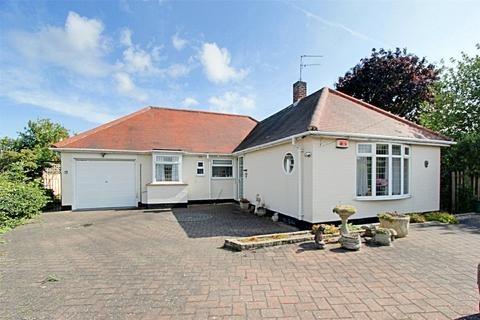 3 bedroom bungalow for sale - Birch Drive, Willerby, Hull, East Yorkshire, HU10
