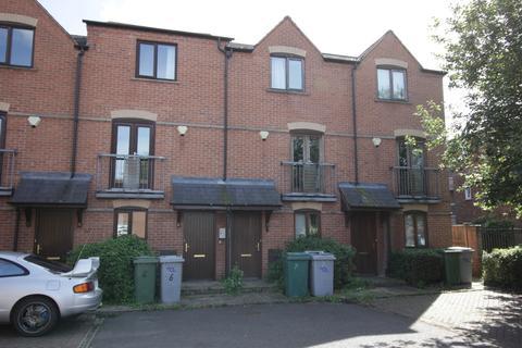 4 bedroom townhouse for sale - Sherwood Court, Newark