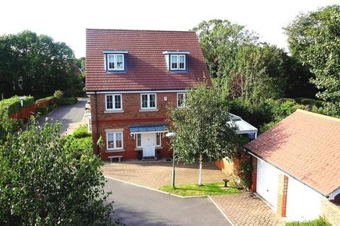 5 bedroom detached house for sale - Ash Close, Banstead