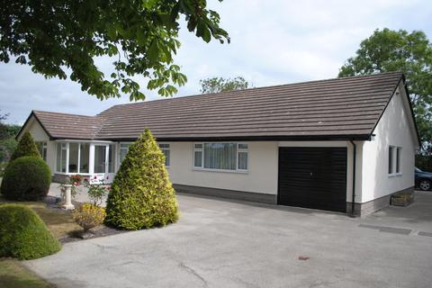4 bedroom detached bungalow to rent - Rossett Road, Holt, Wrexham